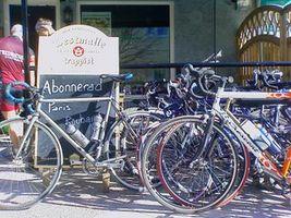 Uteserveringen på Lilla Barkarby har blivit cykelparkering