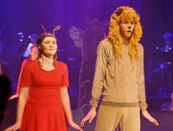 Estetiska skolan i Arvika sätter upp Trollkarlen från OZ våren 2018. Ida Jansson som Jitterbuggare och Lejonet dansar ihop.